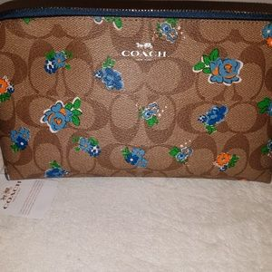 Coach Bags - COACH Large Cosmetic Case 22 Khaki Floral NEW